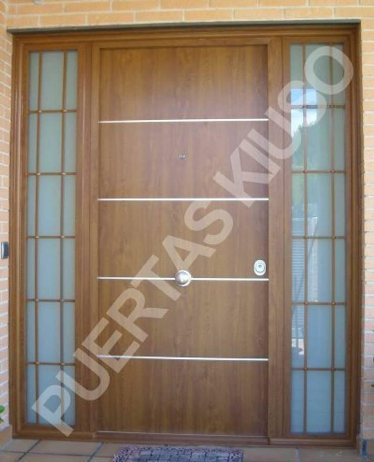 FIJO 1: Puertas y ventanas de estilo  de PUERTAS KIUSO