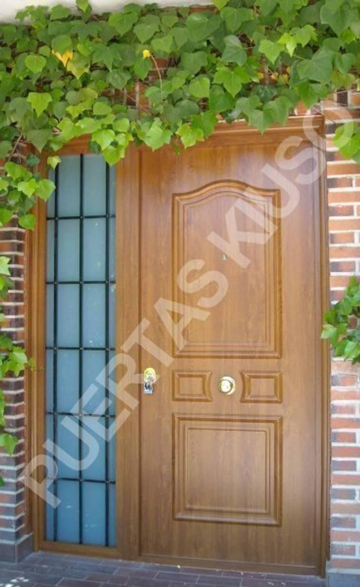 FIJO 2: Puertas y ventanas de estilo  de PUERTAS KIUSO