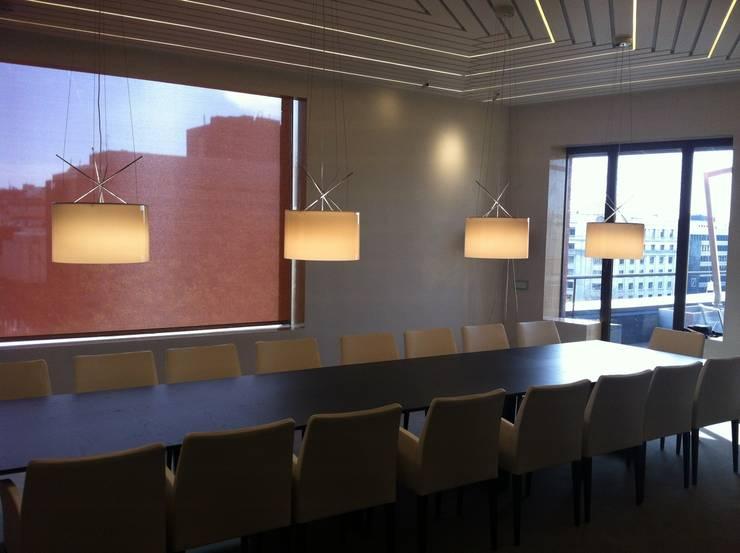 REFORMA PLANTA OFICINAS. EDIFICIO BANKINTER. MADRID. 2014 En colaboración con RAFAEL MONEO: Oficinas y tiendas de estilo  de Bescos-Nicoletti Arquitectos