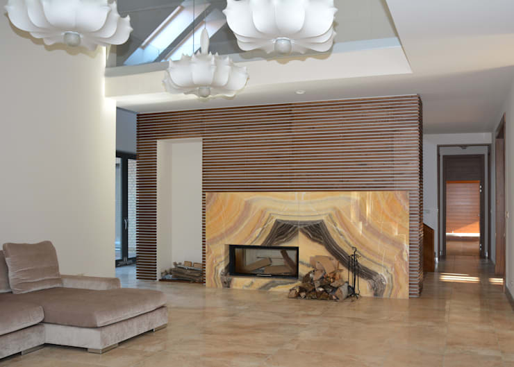Rezydencja z basenem nad Zalewem Szczecińskim: styl , w kategorii Salon zaprojektowany przez Architektura Wnętrz Daria Zaremba,