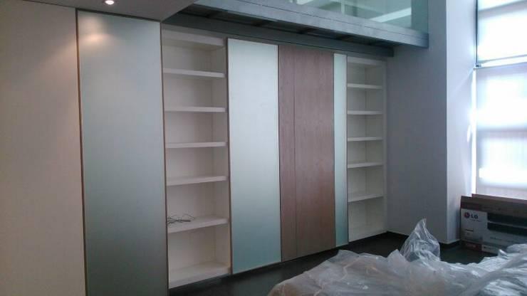Libreria acabada: Estudios y despachos de estilo  de key home designers