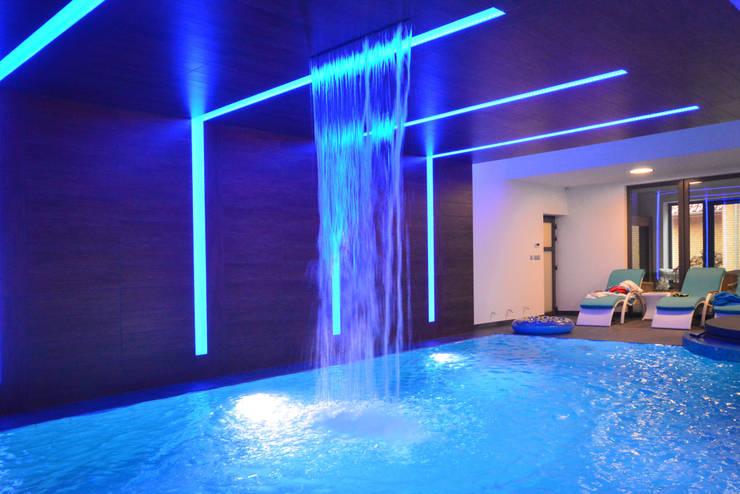 Rezydencja z basenem nad Zalewem Szczecińskim: styl , w kategorii Basen zaprojektowany przez Architektura Wnętrz Daria Zaremba