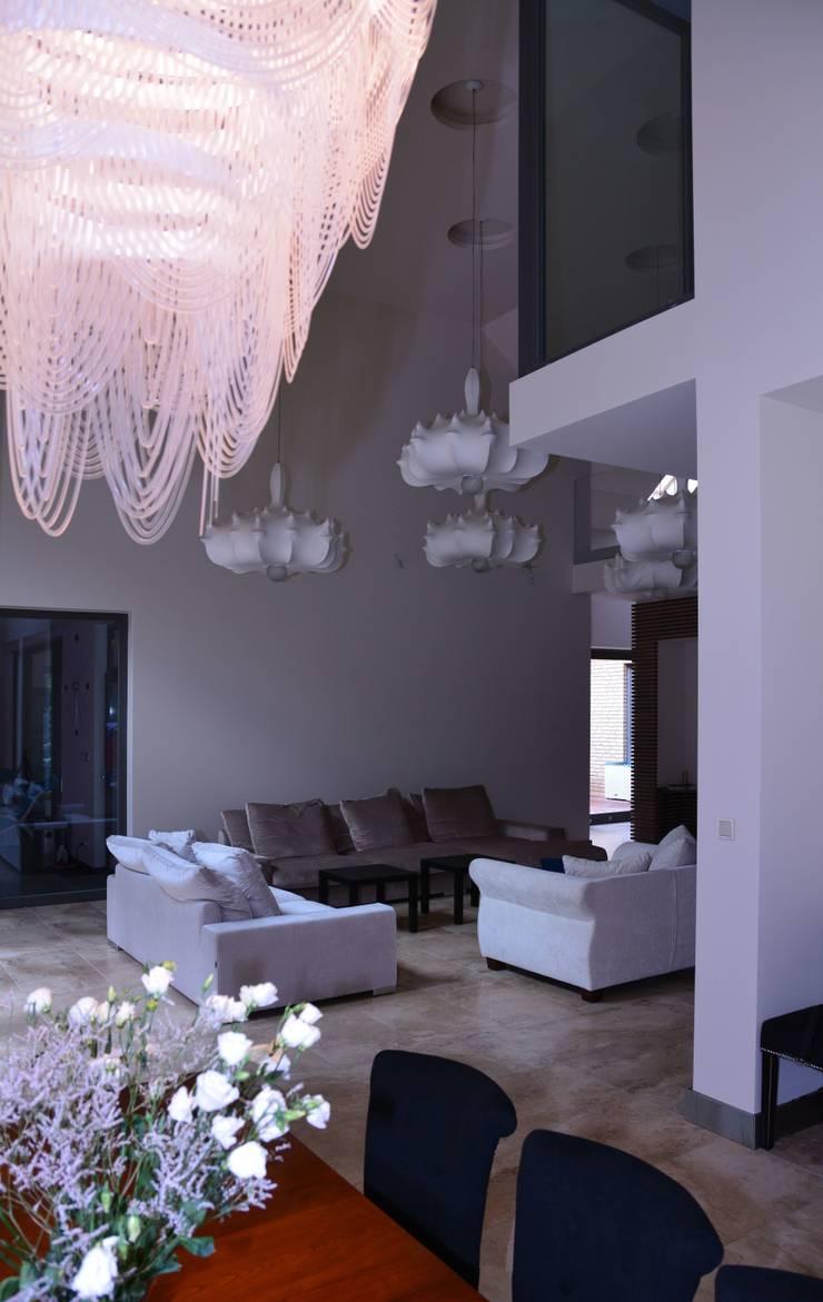 Rezydencja z basenem nad Zalewem Szczecińskim: styl , w kategorii Łazienka zaprojektowany przez Architektura Wnętrz Daria Zaremba,