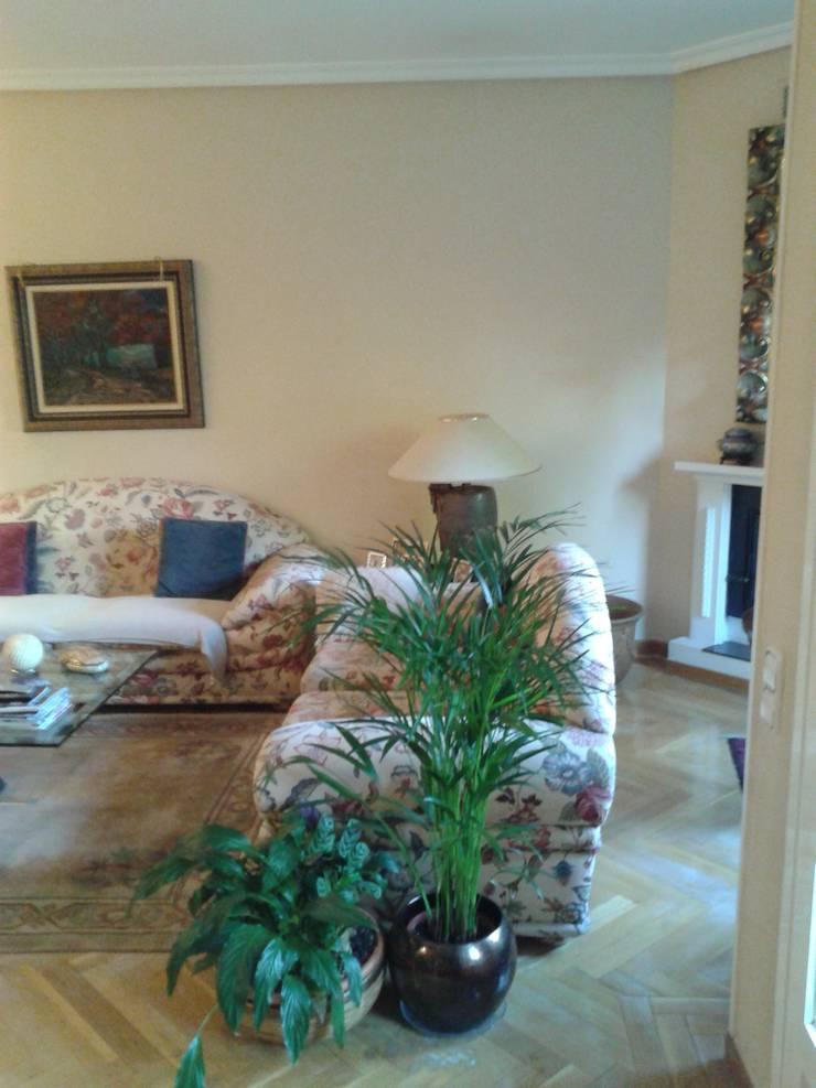 Decoración de salón, antes y después, estilo cásico renovado.: Salones de estilo  de key home designers