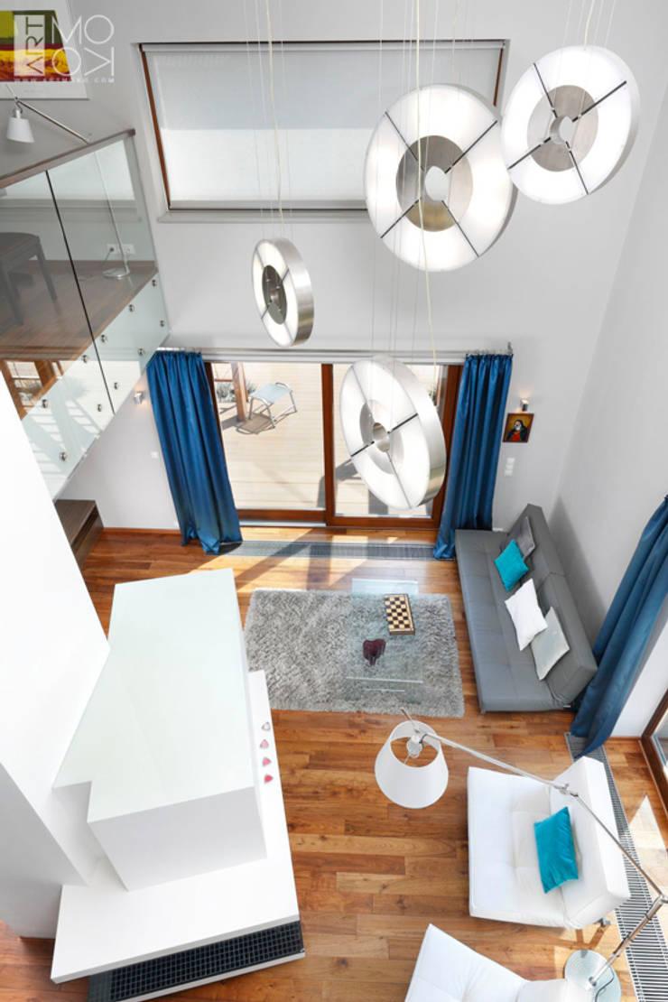 Nowoczesne lampy: styl , w kategorii Salon zaprojektowany przez Pracownia projektowa artMOKO