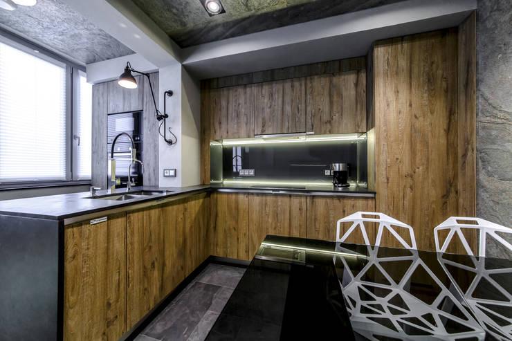 Гостиная для ТВ-проекта <q>Квартирный вопрос</q>: Кухни в . Автор – Михаил Новинский (MNdesign)