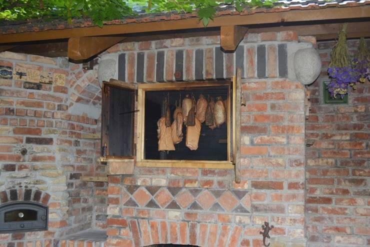 Wędzarnia murowana: styl , w kategorii Ogród zaprojektowany przez Kuchnia w Ogrodzie