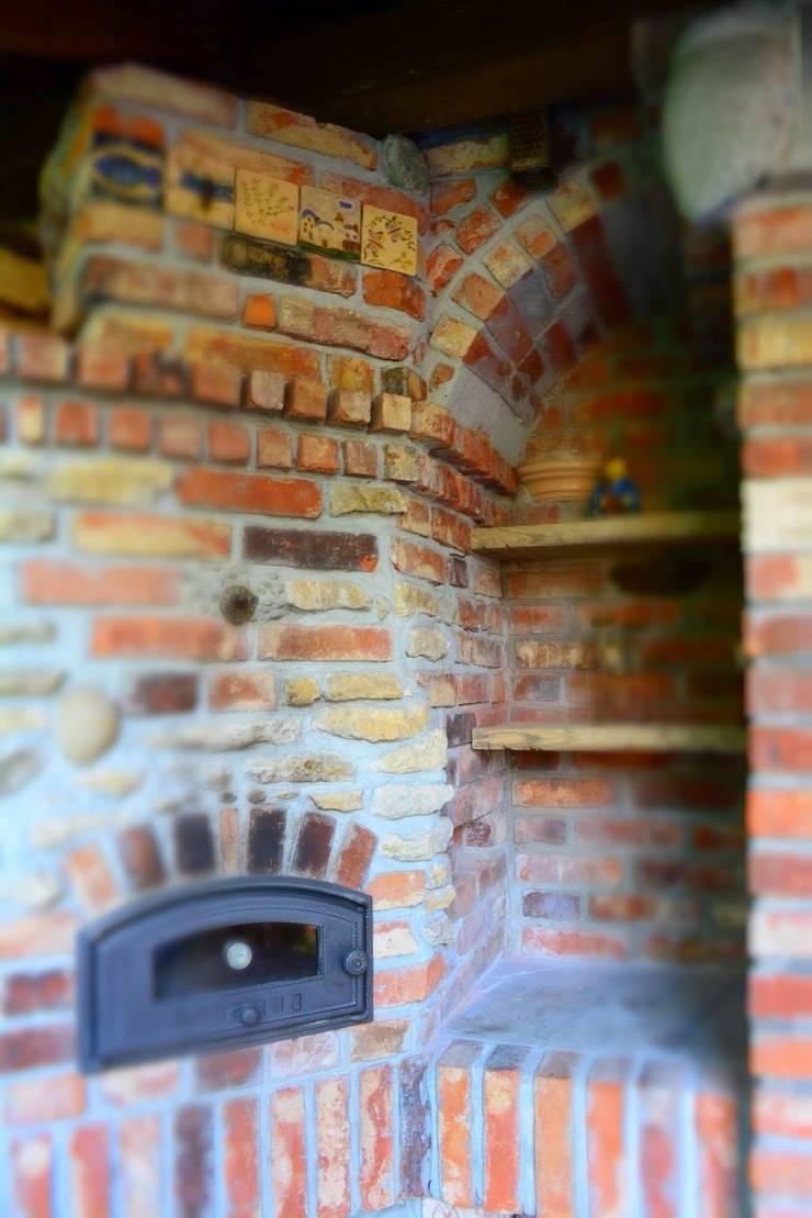 Piec na pizze opalany drewnem: styl , w kategorii Ogród zaprojektowany przez Kuchnia w Ogrodzie