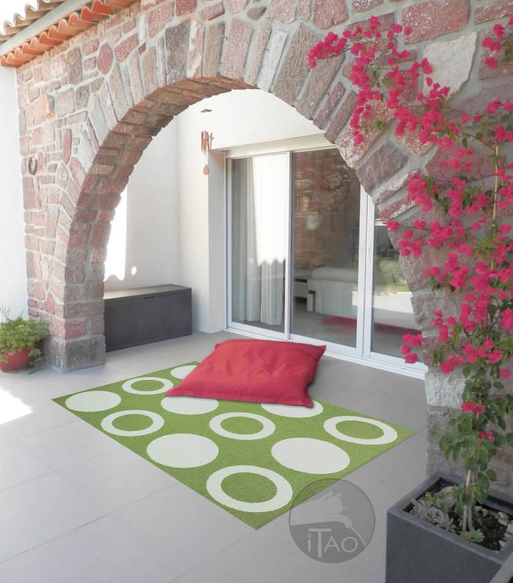 Balconies, verandas & terraces  by ITAO,