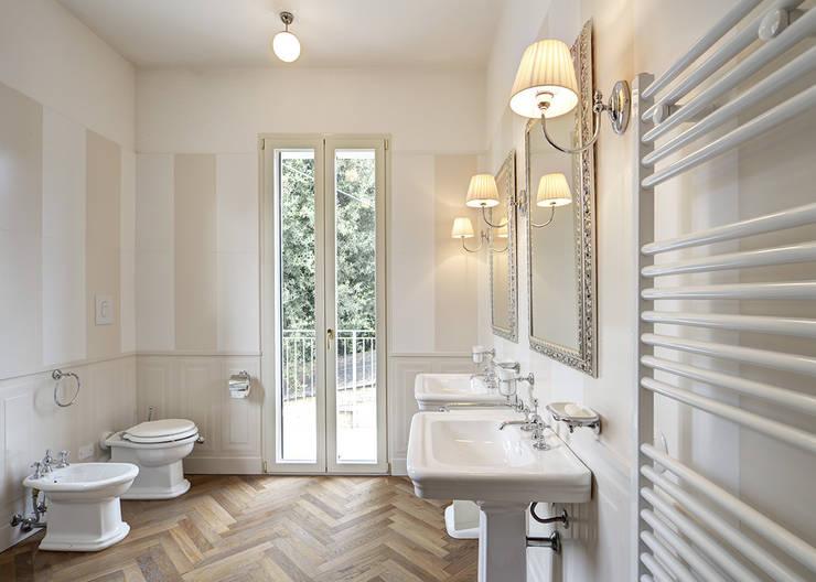Salle de bain de style  par Astudioarchitetti