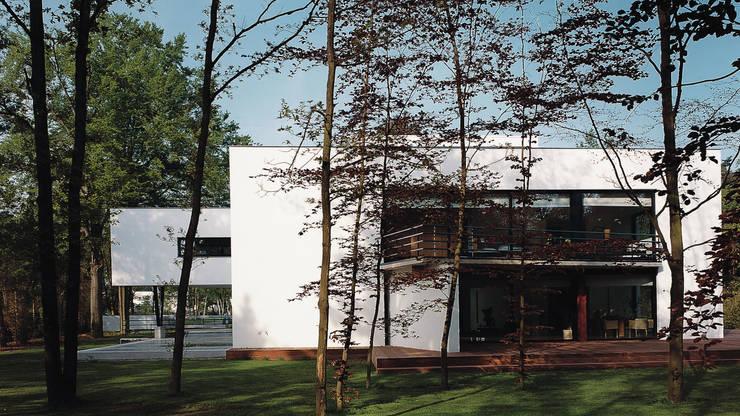 Achtergevel :  Huizen door Lab32 architecten, Modern
