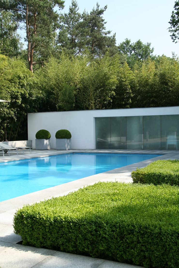 Poolhouse:  Zwembad door Lab32 architecten, Modern