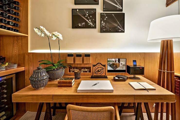 minimalistische Arbeitszimmer von Ana Paula Carneiro Arquitetura e Interiores