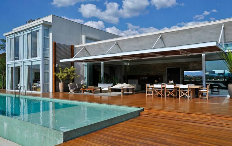 Deck: Terraços  por Maurício Queiróz,Moderno