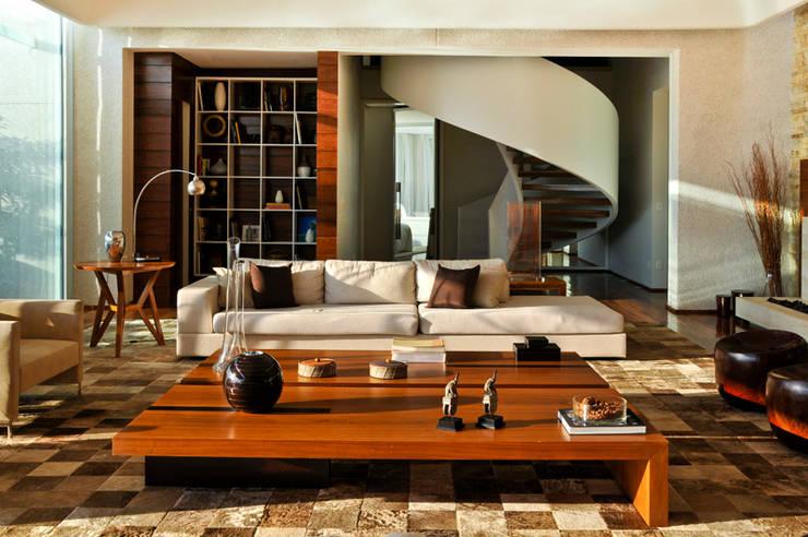 Sala de estar: Salas de estar  por Maurício Queiróz