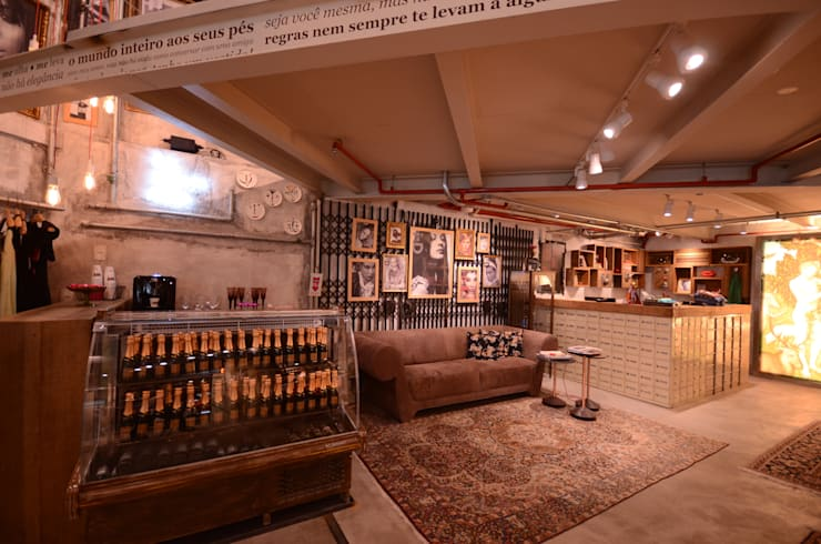 Eva: Lojas e imóveis comerciais  por Santa Irreverência Arquitetura Design e Construção
