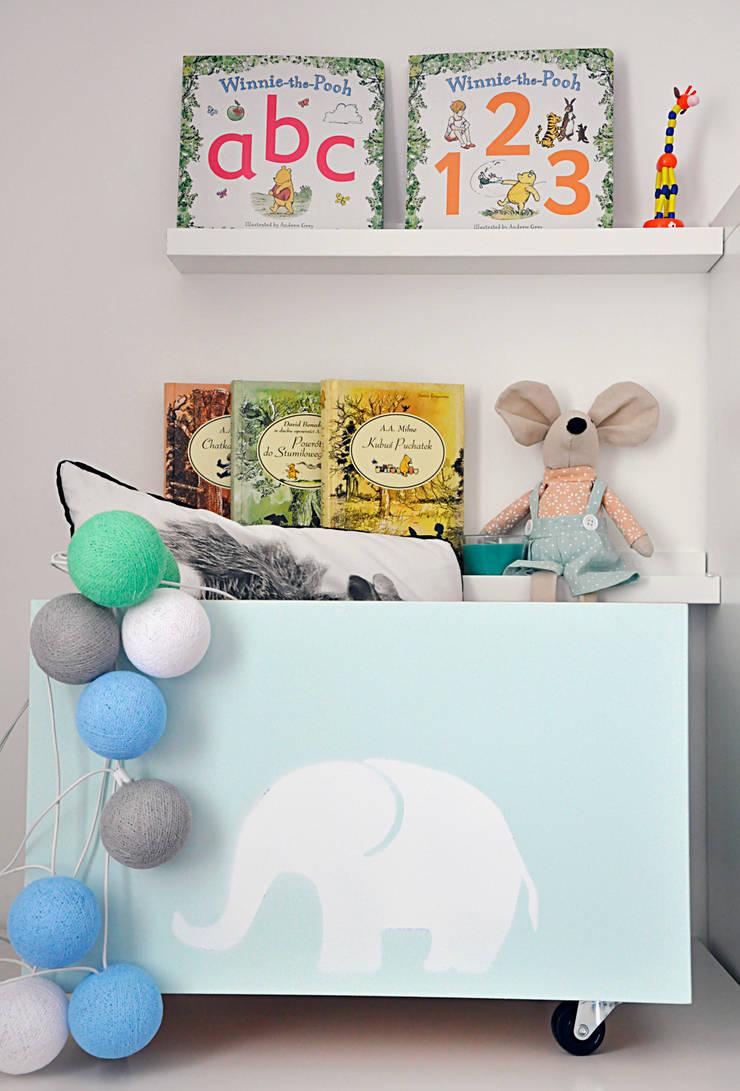 Skrzynka na kółkach: styl , w kategorii Pokój dziecięcy zaprojektowany przez Artist's Workshop Anna Biardzka-Giza