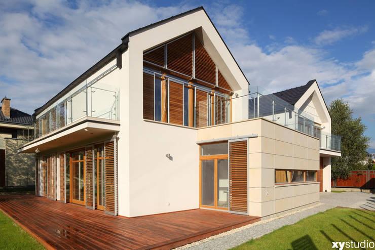 Dom jednorodzinny na Kabatach w Warszawie: styl , w kategorii Domy zaprojektowany przez xystudio,