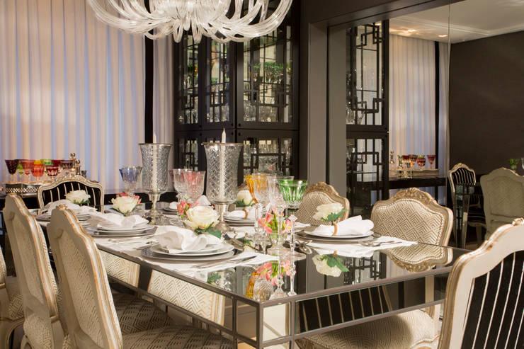 Apartamento Florianópolis   Misturando o Clássico e o contemporâneo : Salas de jantar  por Roberta  Zimmermann Buffon