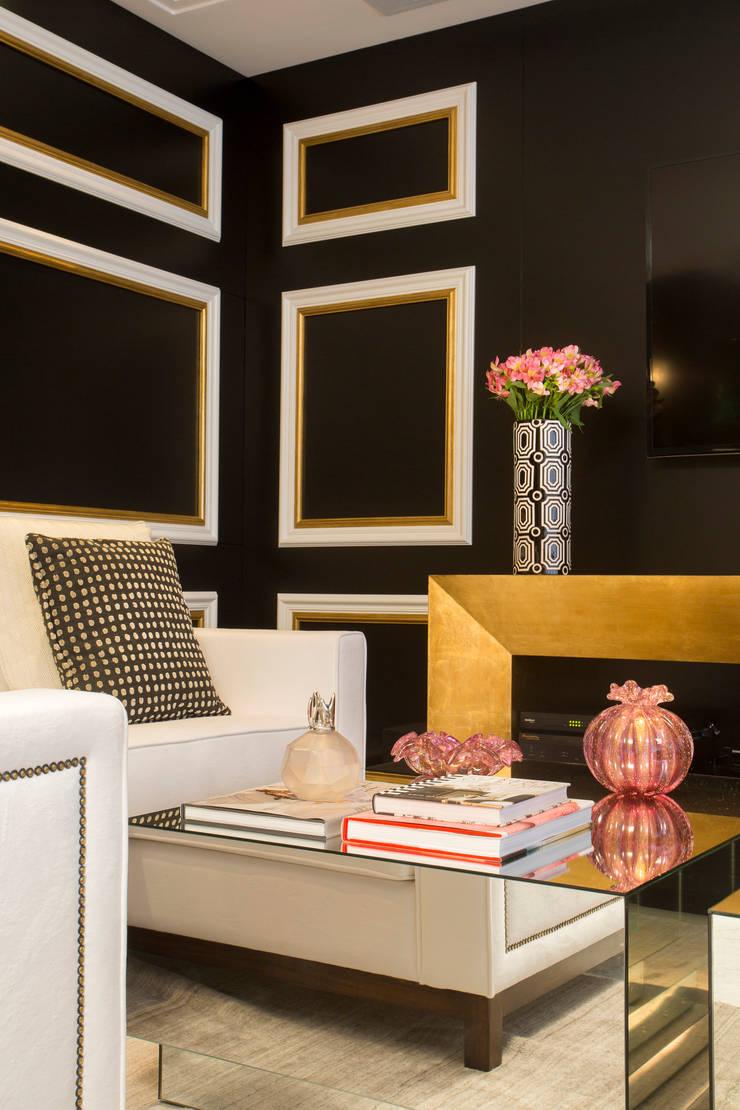 Apartamento Florianópolis : Salas de estar  por Roberta  Zimmermann Buffon