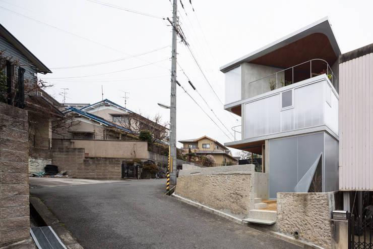 あやめ池の家: KOMATSU ARCHITECTSが手掛けた家です。,モダン