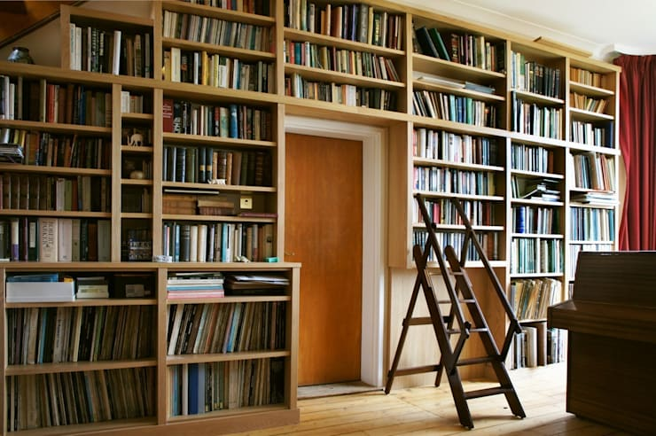 Modern Built in Bookcase in Oak:   by Built in Solutions