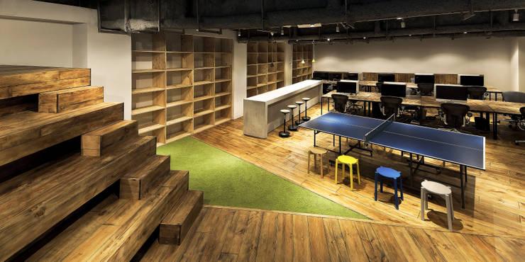 大階段のあるワンルームオフィス: archi stat & associateが手掛けたオフィススペース&店です。