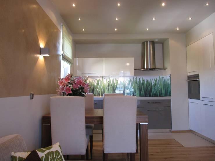 Mieszkanie 01: styl , w kategorii Salon zaprojektowany przez ARTEFEKT