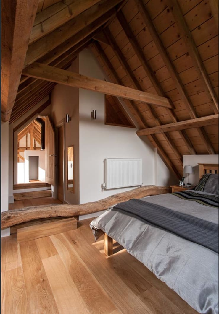 The main mezzanine bedroom Country style bedroom by Beech Architects Country