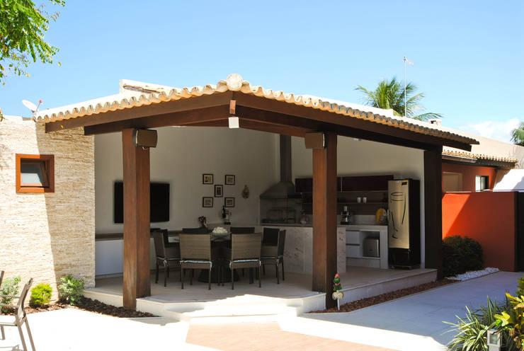 Piscina in stile in stile Tropicale di Argollo & Martins | Arquitetos Associados