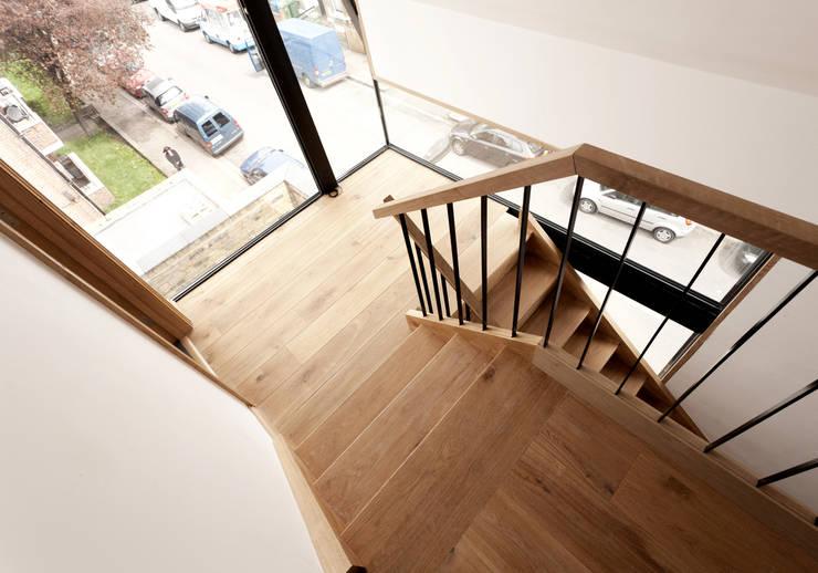 Stairwell:  Corridor & hallway by Twist In Architecture
