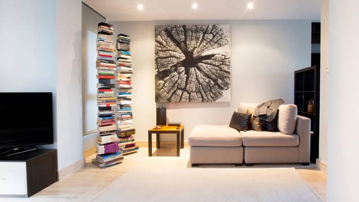 Soggiorno in stile in stile Minimalista di Empresa constructora en Madrid