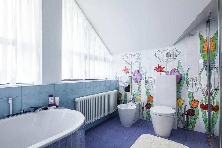 Дом в Пестово: Ванные комнаты в . Автор – Технологии дизайна