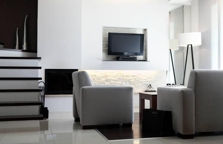 Dom I: styl , w kategorii Salon zaprojektowany przez Arkadiusz Grzędzicki projektowanie wnętrz