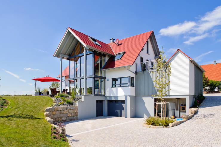 Projekty, wiejskie Domy zaprojektowane przez Achtergarde + Welzel Architektur + Interior Design