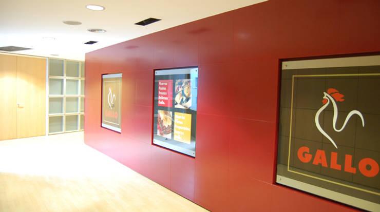 Panel entrada: Oficinas y Tiendas de estilo  de Gramil Interiorismo II - Decoradores y diseñadores de interiores