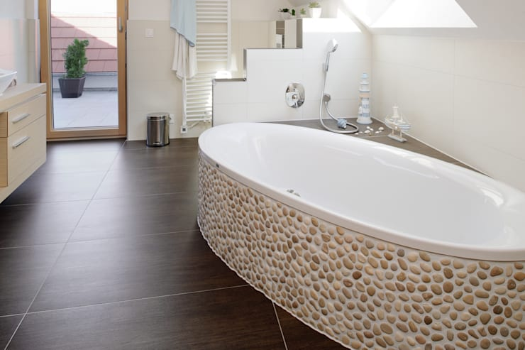 Bathroom by Achtergarde + Welzel Architektur + Interior Design