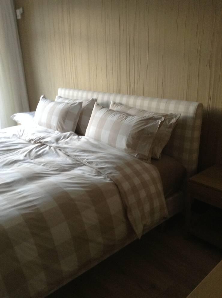 Detalle cama: Dormitorios de estilo  de Gramil Interiorismo II - Decoradores y diseñadores de interiores