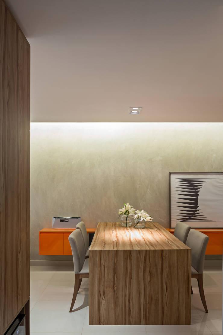 Apartamento TJ: Sala de jantar  por BEP Arquitetos Associados,