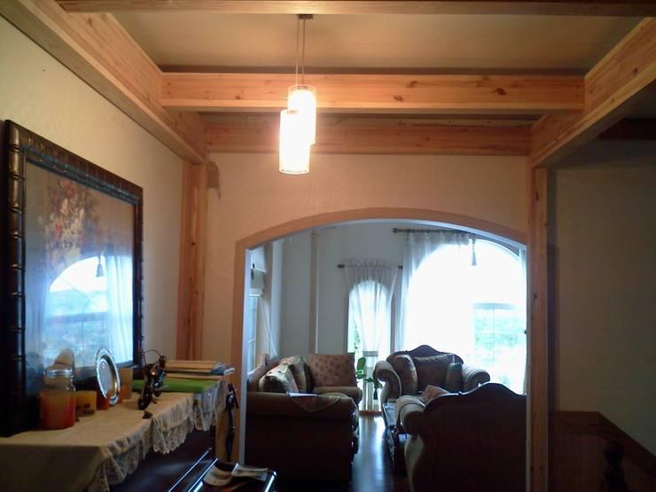 이층 거실 풍경: E-포레스트의  거실