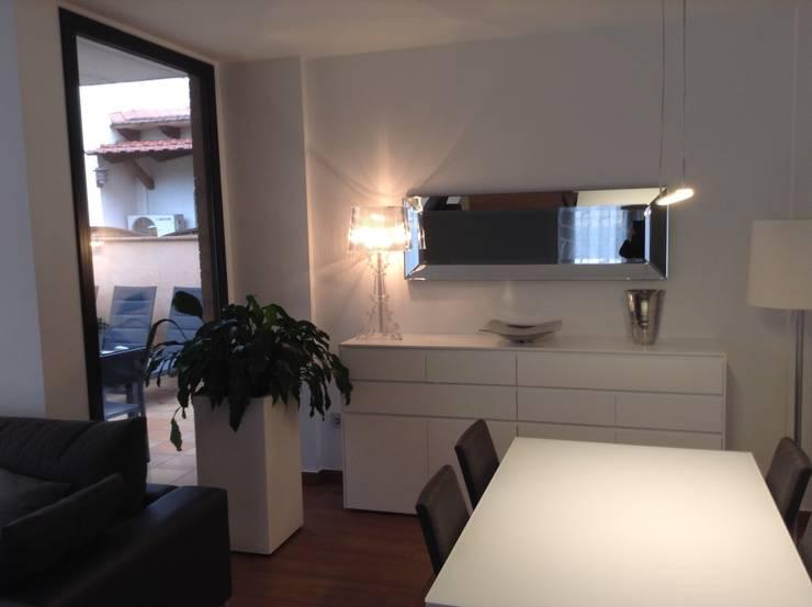 Vista comedor-terraza: Comedores de estilo  de Gramil Interiorismo II - Decoradores y diseñadores de interiores