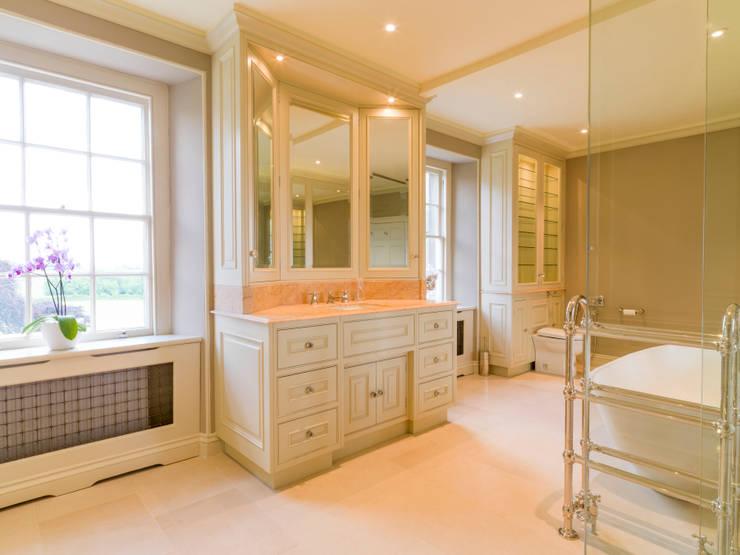 Banheiros clássicos por Tim Wood Limited