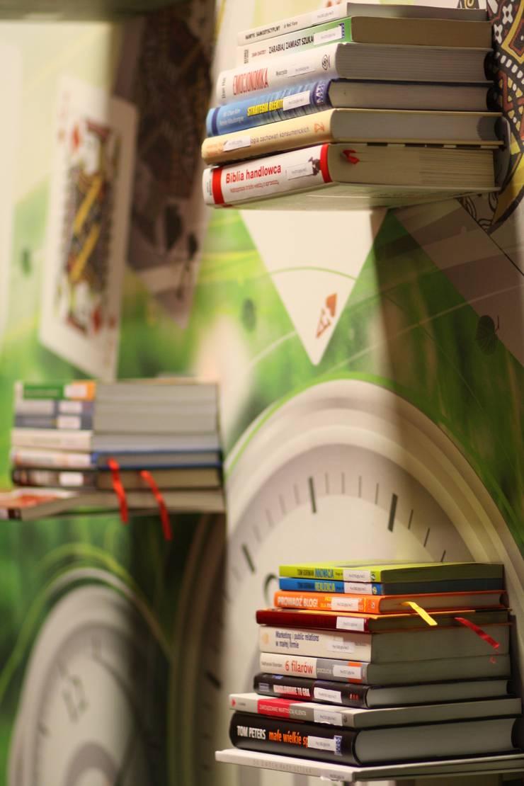 Crazy Room: styl , w kategorii Ściany i podłogi zaprojektowany przez Arkadiusz Grzędzicki projektowanie wnętrz