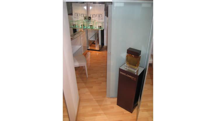 Stand: Espacios comerciales de estilo  de Gramil Interiorismo II - Decoradores y diseñadores de interiores