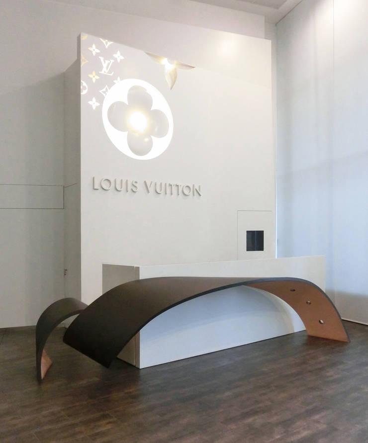 Louis Vuitton Spain - La nueva recepción: Oficinas y Tiendas de estilo  de Daifuku Designs