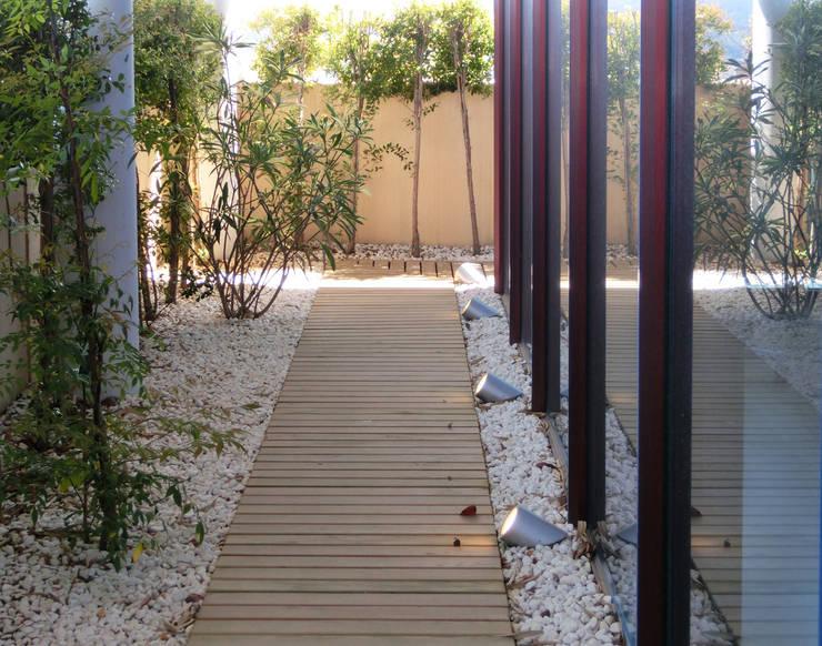 Louis Vuitton Spain - diseño de la terraza peirmetral : Oficinas y Tiendas de estilo  de Daifuku Designs
