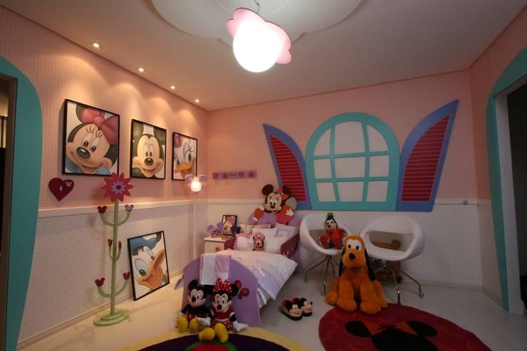 A15 Residência: Quarto infantil  por Canisio Beeck Arquiteto