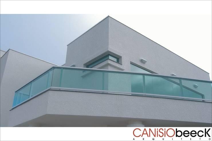 A20 Residência: Casas  por Canisio Beeck Arquiteto,Moderno