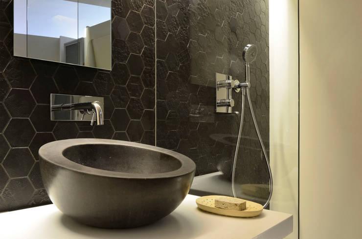 Japón en BCN - Detalle del aseo : Baños de estilo minimalista de Daifuku Designs