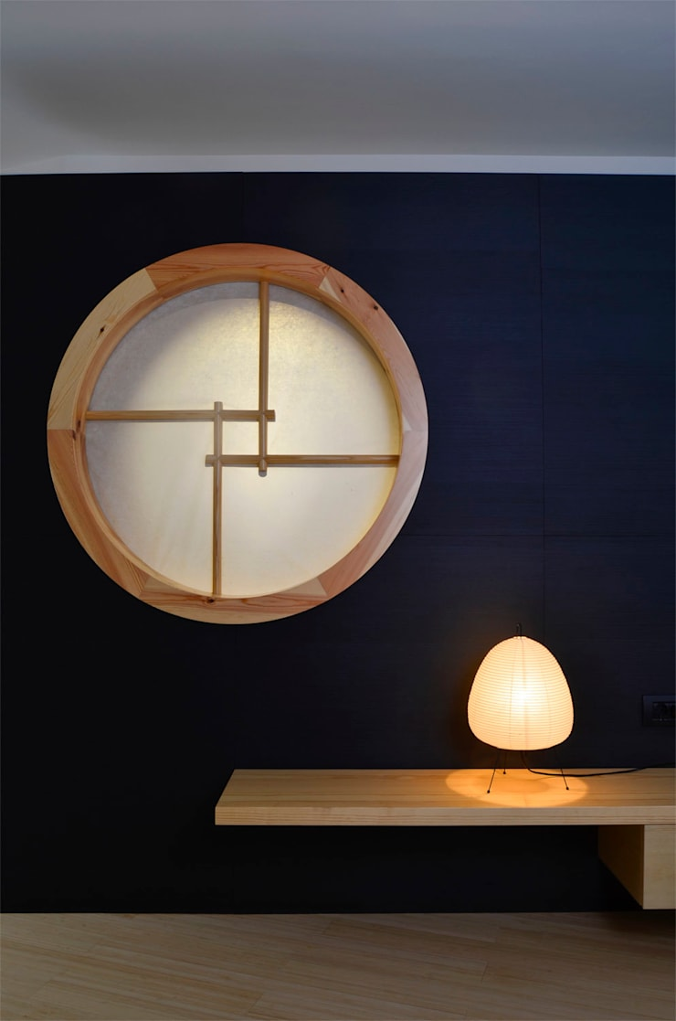 Japón en BCN - Ventana entre dormitorio y aseo. : Ventanas de estilo  de Daifuku Designs